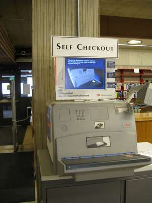 A 3M Self Checkout Machine from the early 2000s.